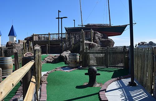 casino-pier-breakwater-beach-bwb-attractions-mini-golf-smugglers-quay-02.jpg