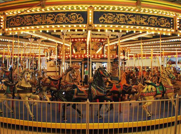 casino-pier-breakwater-beach-bwb-attractions-arcade-carousel-01.jpg