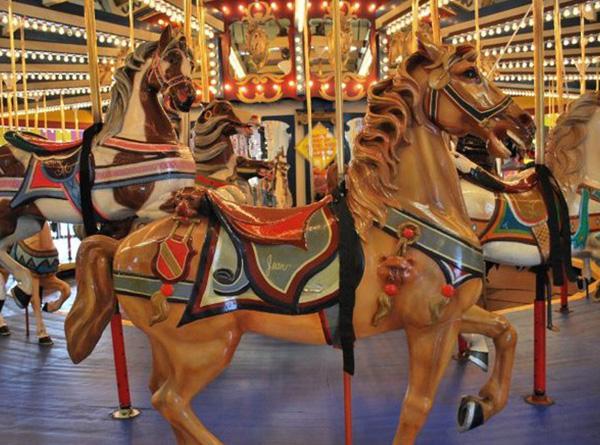 casino-pier-breakwater-beach-bwb-attractions-arcade-carousel-02.jpg